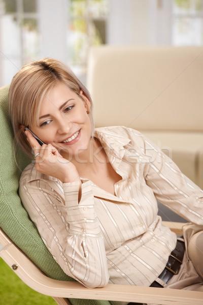 ストックフォト: 女性 · ホーム · 電話 · 幸せ · カジュアル