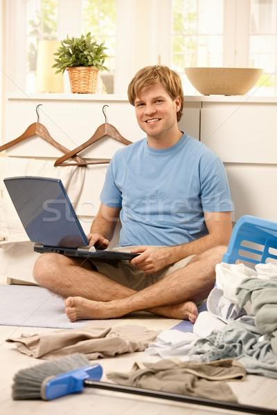 Tembel adam bilgisayar oturma dizüstü bilgisayar adam Stok fotoğraf © nyul