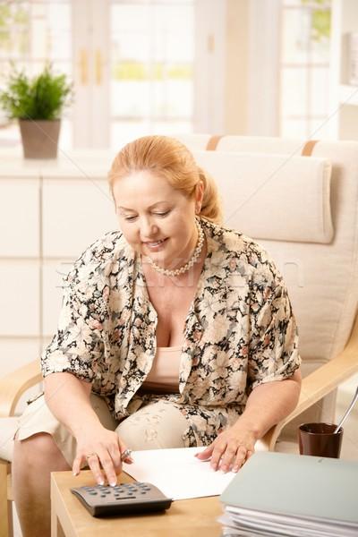 ストックフォト: シニア · 女性 · ホーム · ブロンド · 座って · アームチェア
