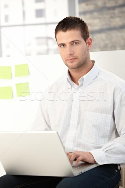 Photo stock: Jeunes · affaires · travail · élégant · portable · ordinateur