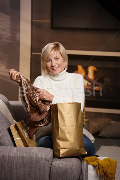 Vrouw home gelukkig jonge vrouw sofa Stockfoto © nyul