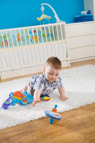 Baby chłopca posiedzenia piętrze domu Zdjęcia stock © nyul