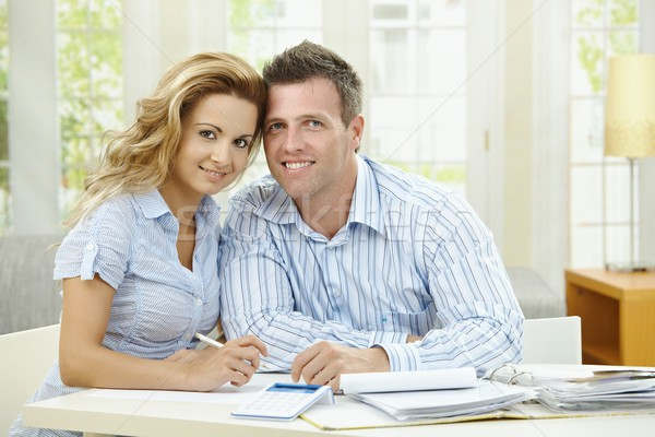 Planowania domu szczęśliwy para posiedzenia gospodarstwo domowe Zdjęcia stock © nyul