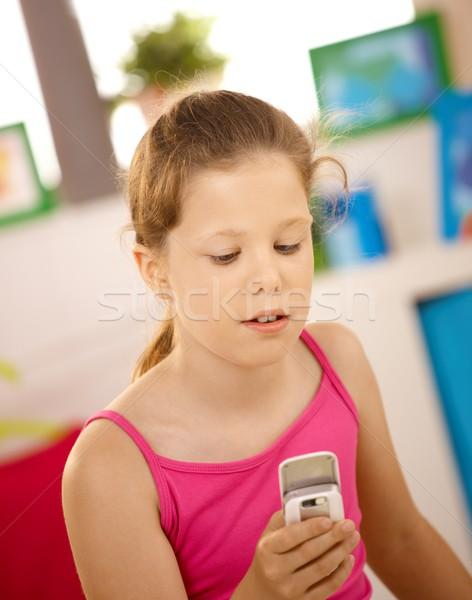 Stock fotó: Iskolás · lány · mobiltelefon · portré · otthon · arc · gyerekek