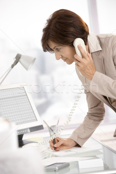 Stockfoto: Senior · zakenvrouw · werken · kantoor · permanente · bureau