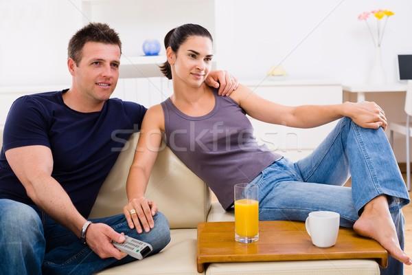 Foto stock: Viendo · tv · feliz · sesión · sofá