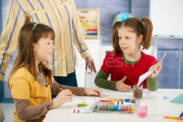 Foto stock: Elementar · idade · crianças · pintura · sala · de · aula · sessão