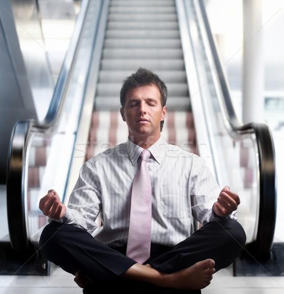 Geen meer haast zakenman mediteren lotus Stockfoto © nyul