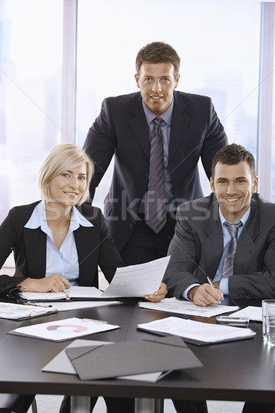 Foto stock: Equipo · de · negocios · retrato · equipo · negocios · profesionales · rascacielos