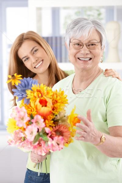 Boldog idős anya virágok anyák lánygyermek Stock fotó © nyul