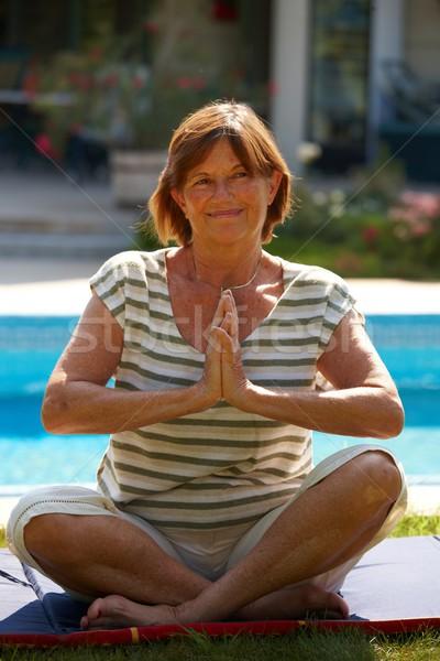 Altos mujer yoga feliz activo ejercicio Foto stock © nyul