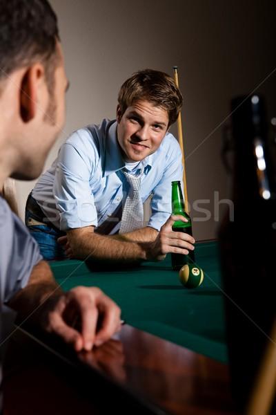 Barátok beszélget snooker asztal sör mosolyog Stock fotó © nyul