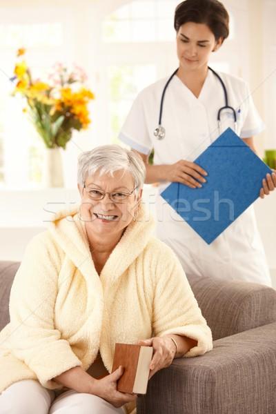 Gezondheidszorg home gelukkig vergadering sofa Stockfoto © nyul