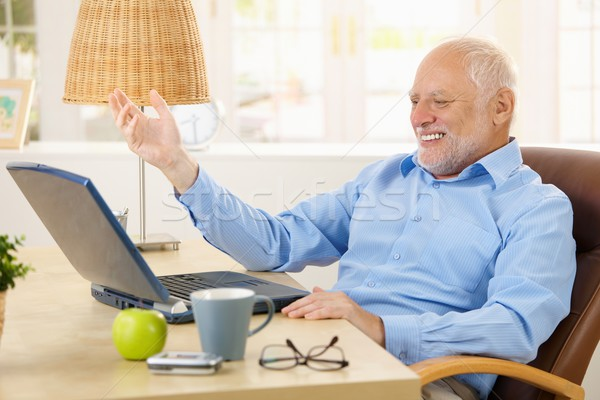 Rire vieillard utilisant un ordinateur portable ordinateur maison regarder Photo stock © nyul