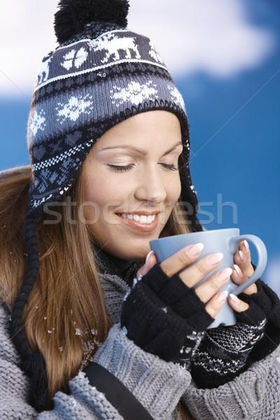 Foto stock: Agradable · nina · potable · caliente · té · invierno