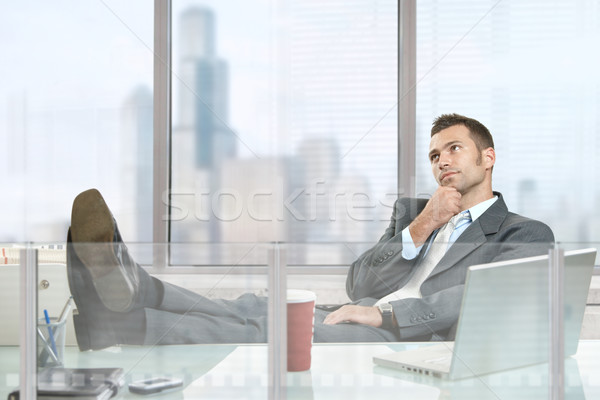 Foto stock: Empresario · pensando · sesión · escritorio · empresarial