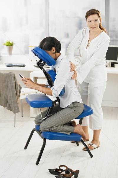 Zdjęcia stock: Kobieta · interesu · masażu · biuro · posiedzenia · krzesło · powrót