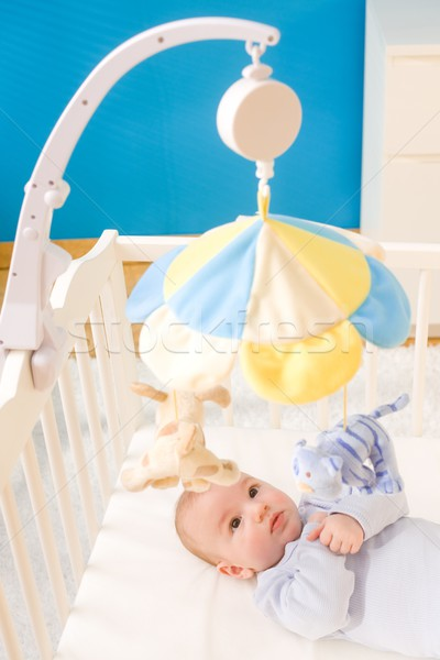Weinig baby jongen spelen opknoping Stockfoto © nyul