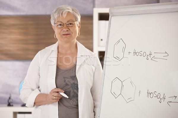 Kıdemli öğretmen moleküler formüller öğretim Stok fotoğraf © nyul