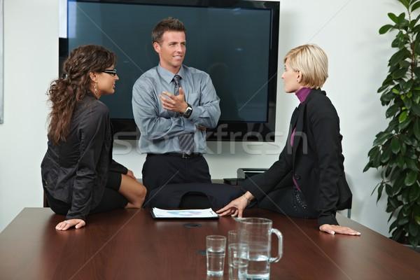 Foto stock: Gente · de · negocios · hablar · oficina · reunión · mujeres · sesión