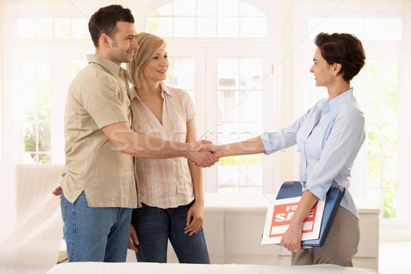 Stock fotó: Pár · vásárol · új · otthon · boldog · kézfogás · ingatlanügynök