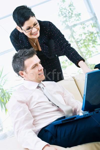 Foto stock: Feliz · computador · empresário · empresária