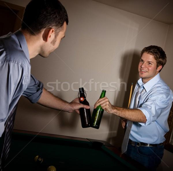 Foto stock: Guapo · hombres · cerveza · billar · jóvenes