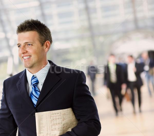 Gelukkig zakenman portret geslaagd krant Stockfoto © nyul