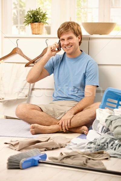 Stock fotó: Boldog · fickó · mobiltelefon · otthon · ül · nappali
