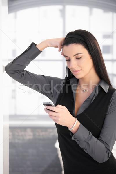 Sms chat nő áll dől fal pózol Stock fotó © nyul
