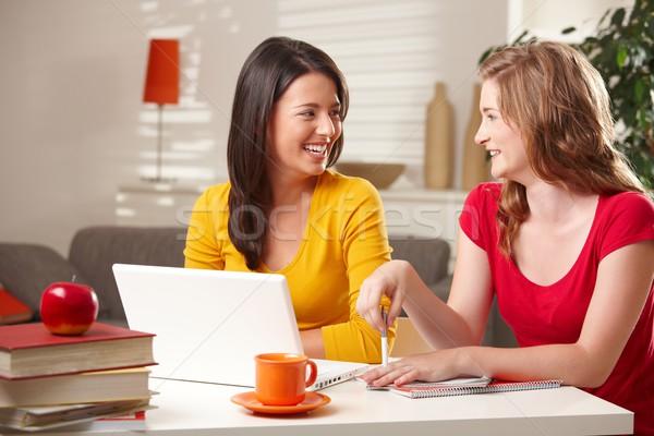 школьницы смеясь таблице счастливым другой сидят Сток-фото © nyul