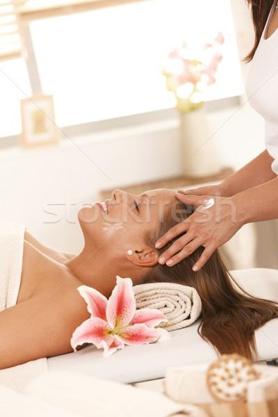 Jeune femme massage heureux souriant femme Photo stock © nyul