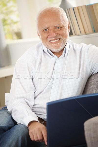 ストックフォト: 肖像 · シニア · 男 · ソファ · 笑みを浮かべて