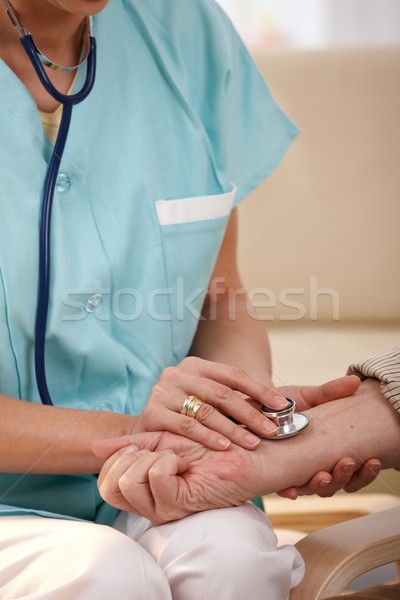 Stockfoto: Hand · stethoscoop · pols · verpleegkundige · senior