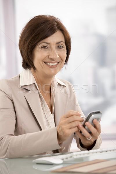 Portret senior zakenvrouw pda kantoor glimlachend Stockfoto © nyul