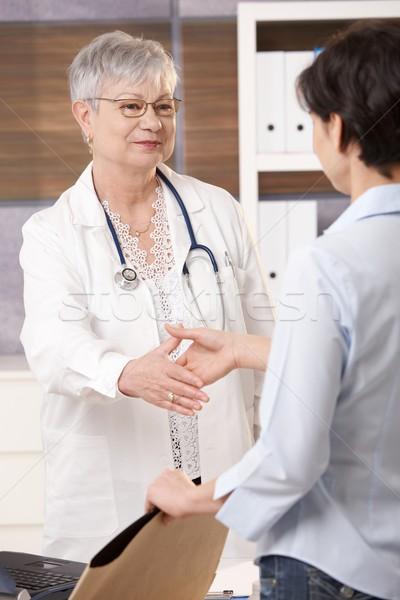 医師 挨拶 患者 シニア オフィス 笑みを浮かべて ストックフォト © nyul