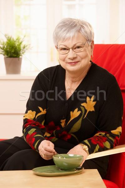 Stockfoto: Senior · vrouw · drinken · thee · vergadering · fauteuil