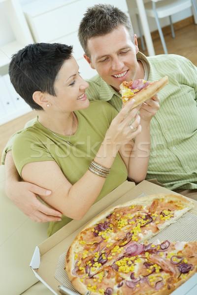 Stok fotoğraf: çift · yeme · pizza · oturma · kanepe · ev