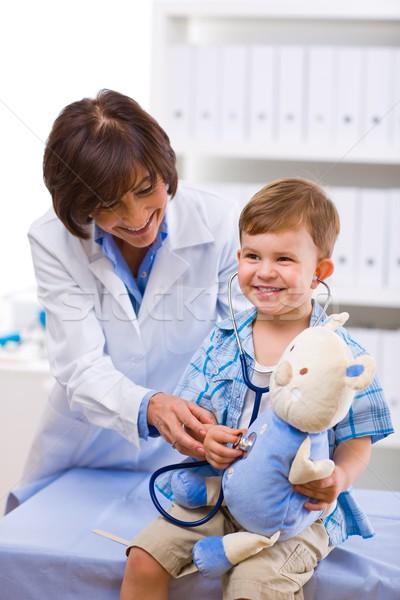 Lekarza dziecko starszy kobiet szczęśliwy Zdjęcia stock © nyul