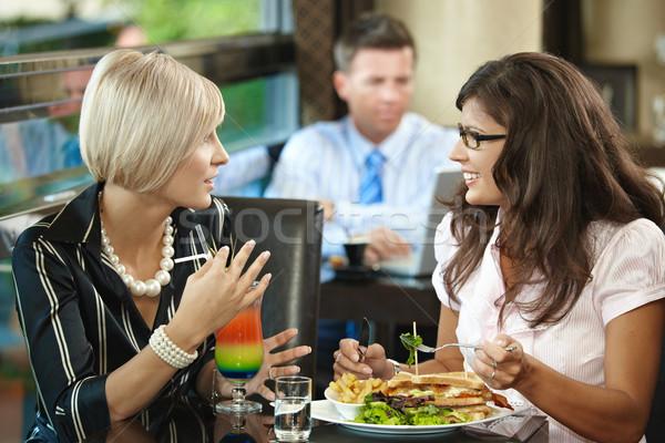 Foto stock: Mulheres · jovens · café · sessão · tabela · alimentação · sanduíche