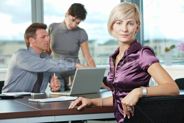 Zakenvrouw team glimlachend zakelijke bijeenkomst kantoor computer Stockfoto © nyul