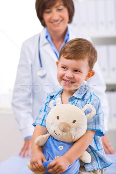 Сток-фото: врач · ребенка · старший · женщины · счастливым