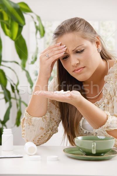Elvesz fájdalomcsillapító fiatal nő fejfájás tart fej Stock fotó © nyul