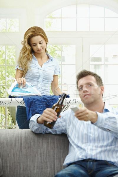 Lavori di casa marito seduta divano guardare tv Foto d'archivio © nyul