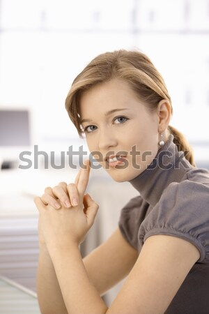Stockfoto: Aantrekkelijk · jonge · vrouw · denken · portret