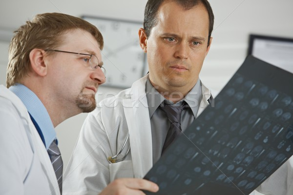 Foto stock: Médicos · diagnóstico · médicos · oficina · masculina