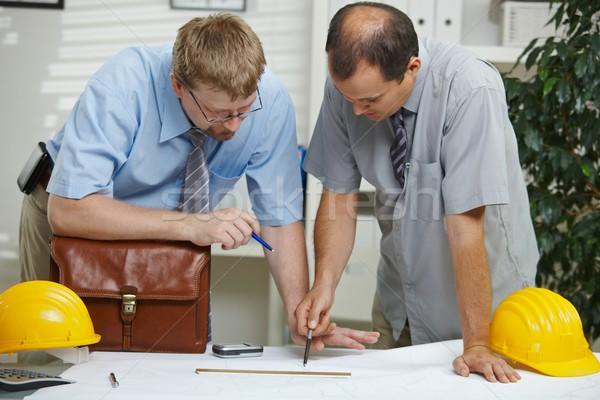 Сток-фото: рабочих · план · служба · планирования · глядя · столе