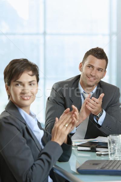 Foto stock: Reunión · de · negocios · empresario · mujer · de · negocios · sesión · escritorio