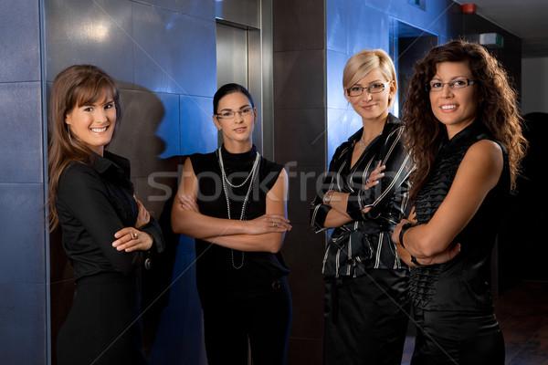 Stockfoto: Business · team · team · aantrekkelijk · jonge · onderneemsters · wachten