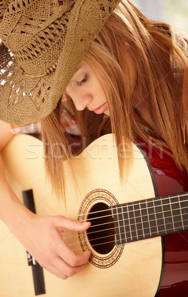 Fiatal nő játszik gitár western kalap nő Stock fotó © nyul